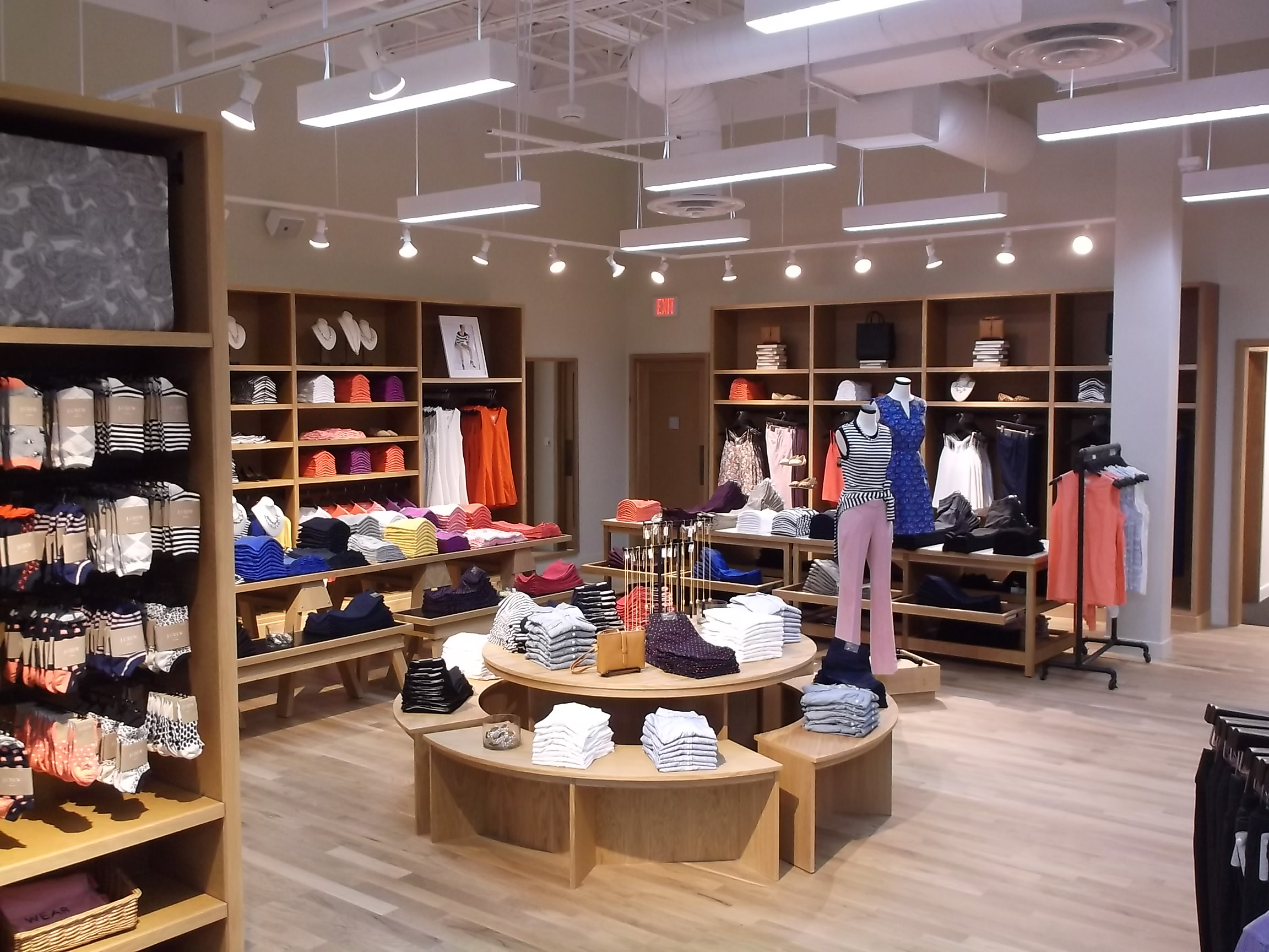 Picture of a J. Crew store constructed by Retail Construction Services, Inc.