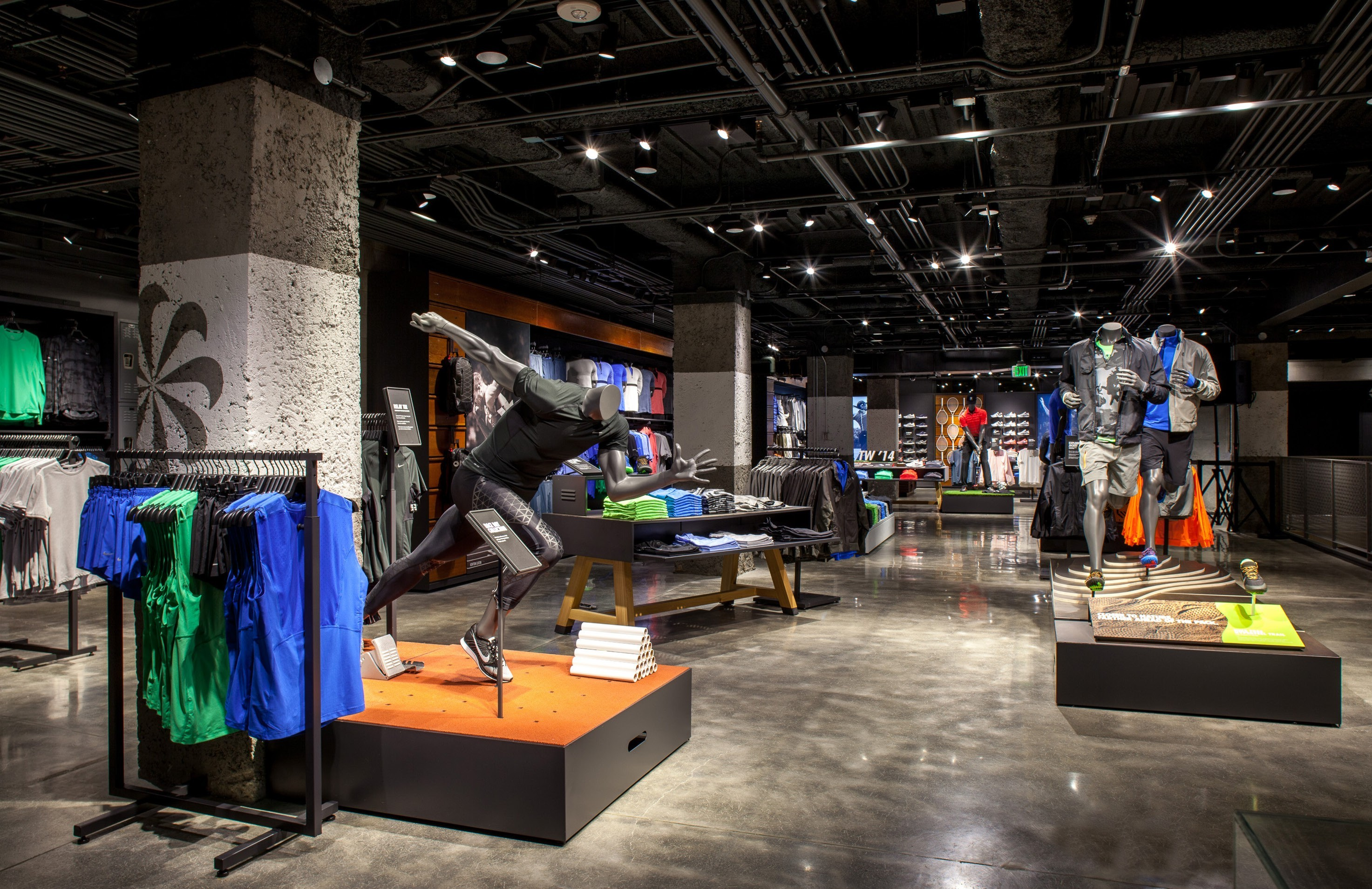 Picture of a Nike store constructed by Retail Construction Services, Inc.